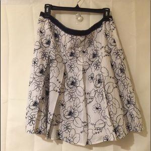 Lands end ladies  pleated side zip skirt.